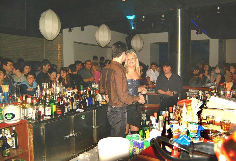 Λαμία: Πελάτες bar ξυλοκόπησαν ιδιοκτήτη και υπάλληλο για να τους κλέψουν! | Newsit.gr