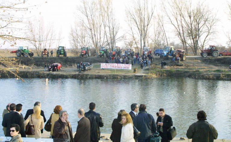 Θα φορέσουν τα γάντια τους και θα καθαρίσουν τις εκβολές του ποταμού Λουδία   Newsit.gr