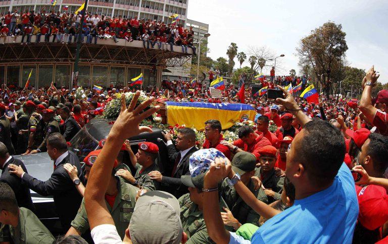 Η σορός του Τσάβες στους δρόμους του Καράκας! – ΦΩΤΟ και ΒΙΝΤΕΟ | Newsit.gr