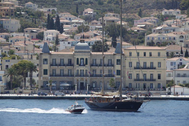 Χανιά: Γνωστός ξενοδόχος έπεσε από σκάλα και πέθανε | Newsit.gr