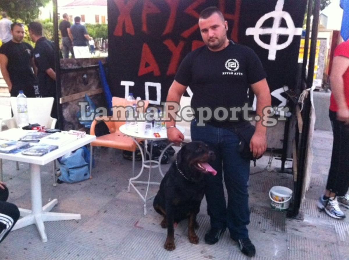 Λαμία: Χρυσαυγίτες εναντίον αριστερών και στη μέση η αστυνομία -Φωτό και βίντεο! | Newsit.gr
