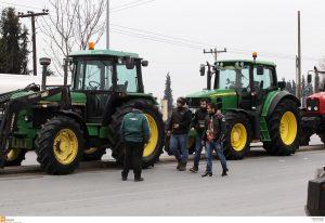 Μπλόκα Αγροτών: Τρακτέρ στη Θεσσαλονίκη – Κλειστό το τελωνείο Κρυσταλλοπηγής στα σύνορα με την Αλβανία!