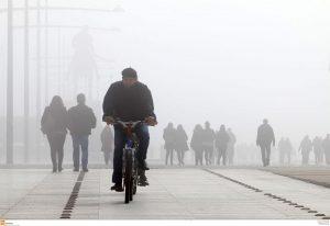 Βόλος: Πυκνή ομίχλη σκεπάζει τα πάντα – Οδήγηση μόνο με ανοιχτά φώτα!