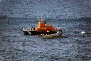 Άνδρος: Συναγερμός για ακυβέρνητο φορτηγό πλοίο – Ρυμουλκείται στο λιμάνι του Πειραιά!