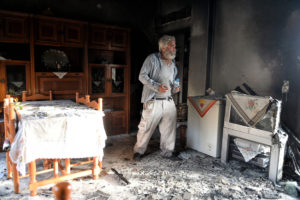 Φωτιά στους Αγίους Θεοδώρους: Απόγνωση στις στάχτες των σπιτιών τους – Θρίλερ με απανθρακωμένο πτώμα [pics]