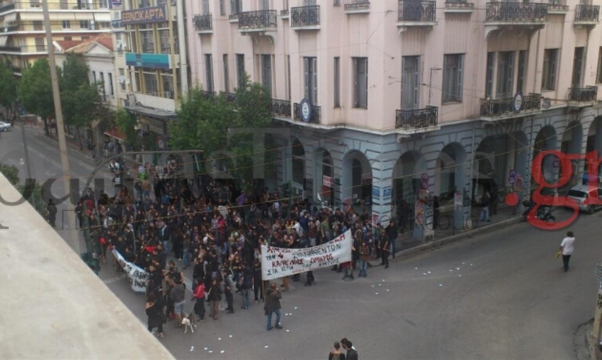 Πάτρα: Πανηγυρισμοί για την απελευθέρωση των 3 αντιεξουσιαστών! | Newsit.gr