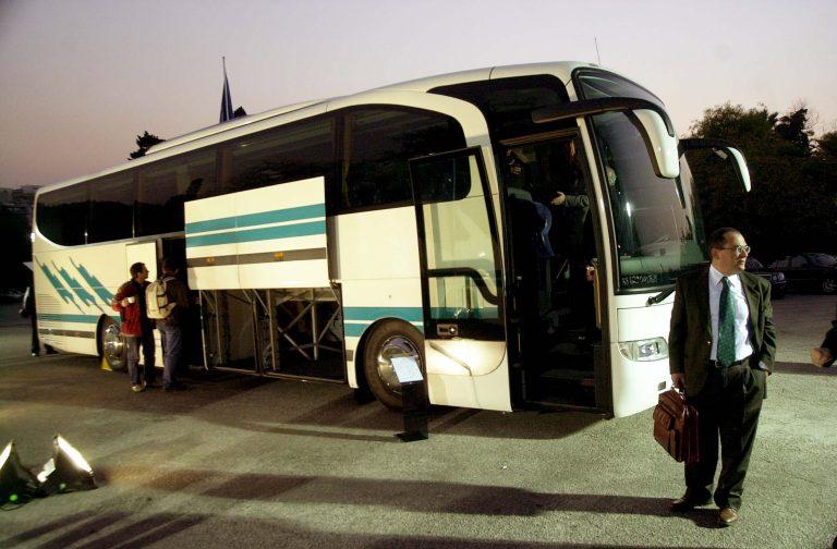 Αλεξανδρούπολη: Μετέφερε λαθρομετανάστες στην οροφή λεωφορείου! | Newsit.gr