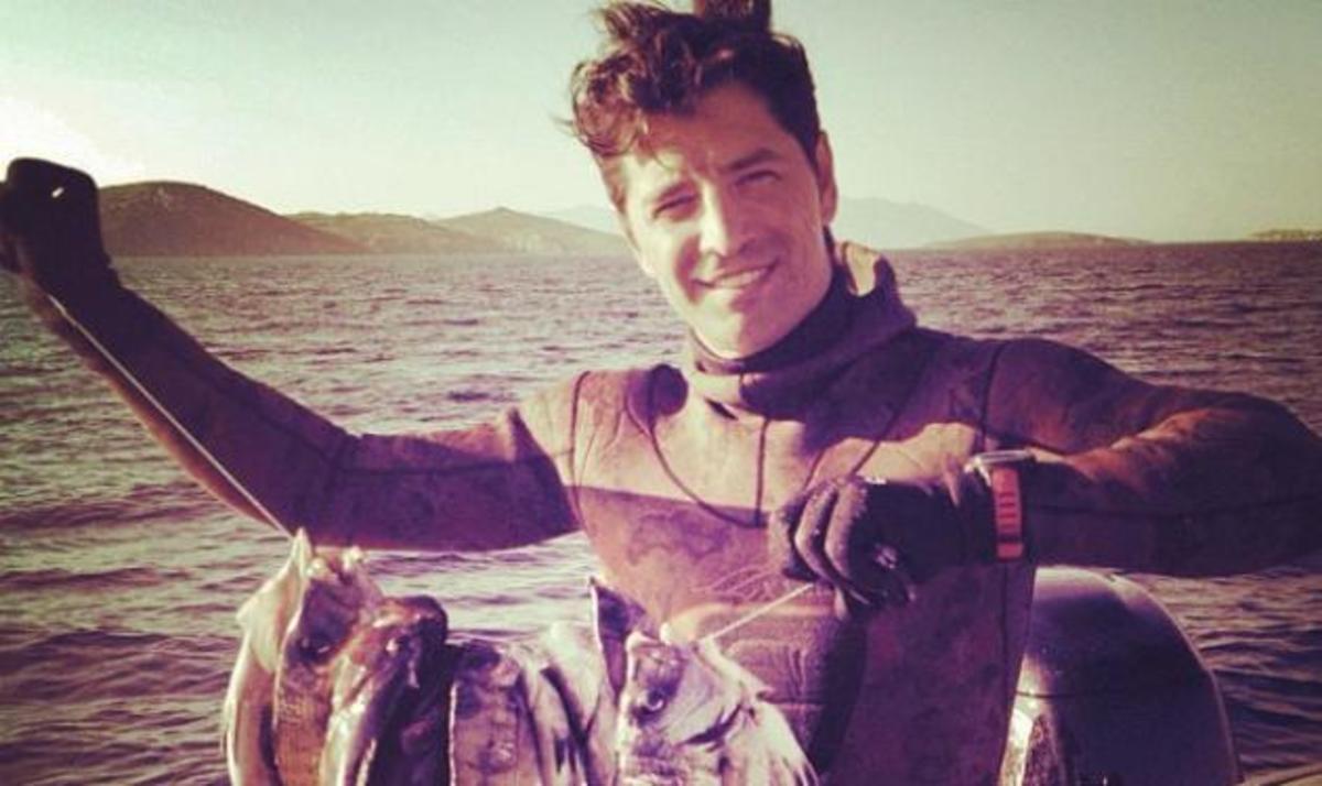Ο Σάκης Ρουβάς είναι ένας περήφανος ψαράς! Φωτό | Newsit.gr