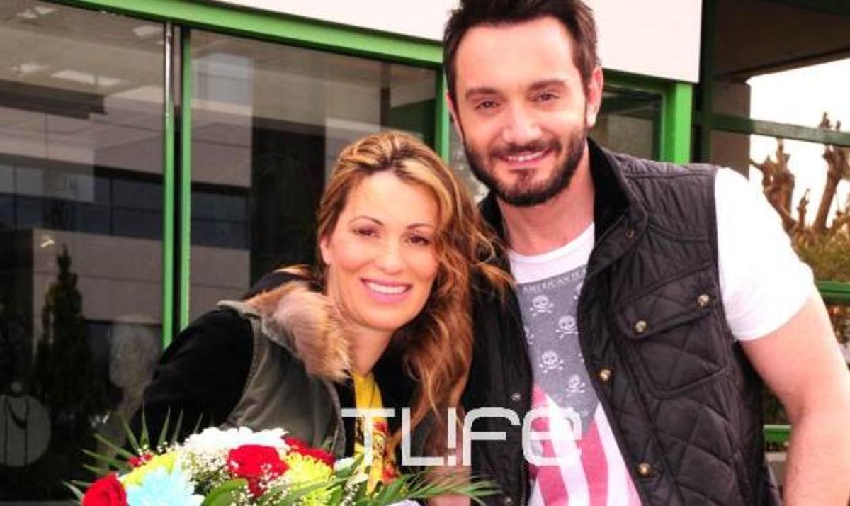 Χ. Μενιδιάτης – Ν. Μπίσια: Επέστρεψαν στο σπίτι με τον γιο τους! | Newsit.gr