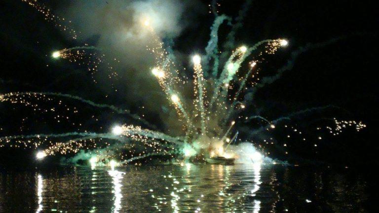 Εύβοια: Τα βεγγαλικά έκαναν τη νύχτα μέρα – Δείτε φωτό!   Newsit.gr