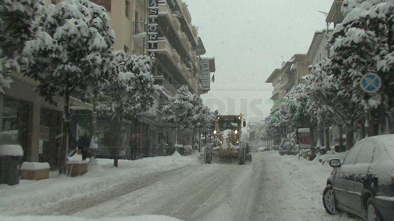 Καιρός: Χιόνια στην Ήπειρο – Απαγόρευση κυκλοφορίας στην εθνική Ιωαννίνων Αντιρρίου! | Newsit.gr