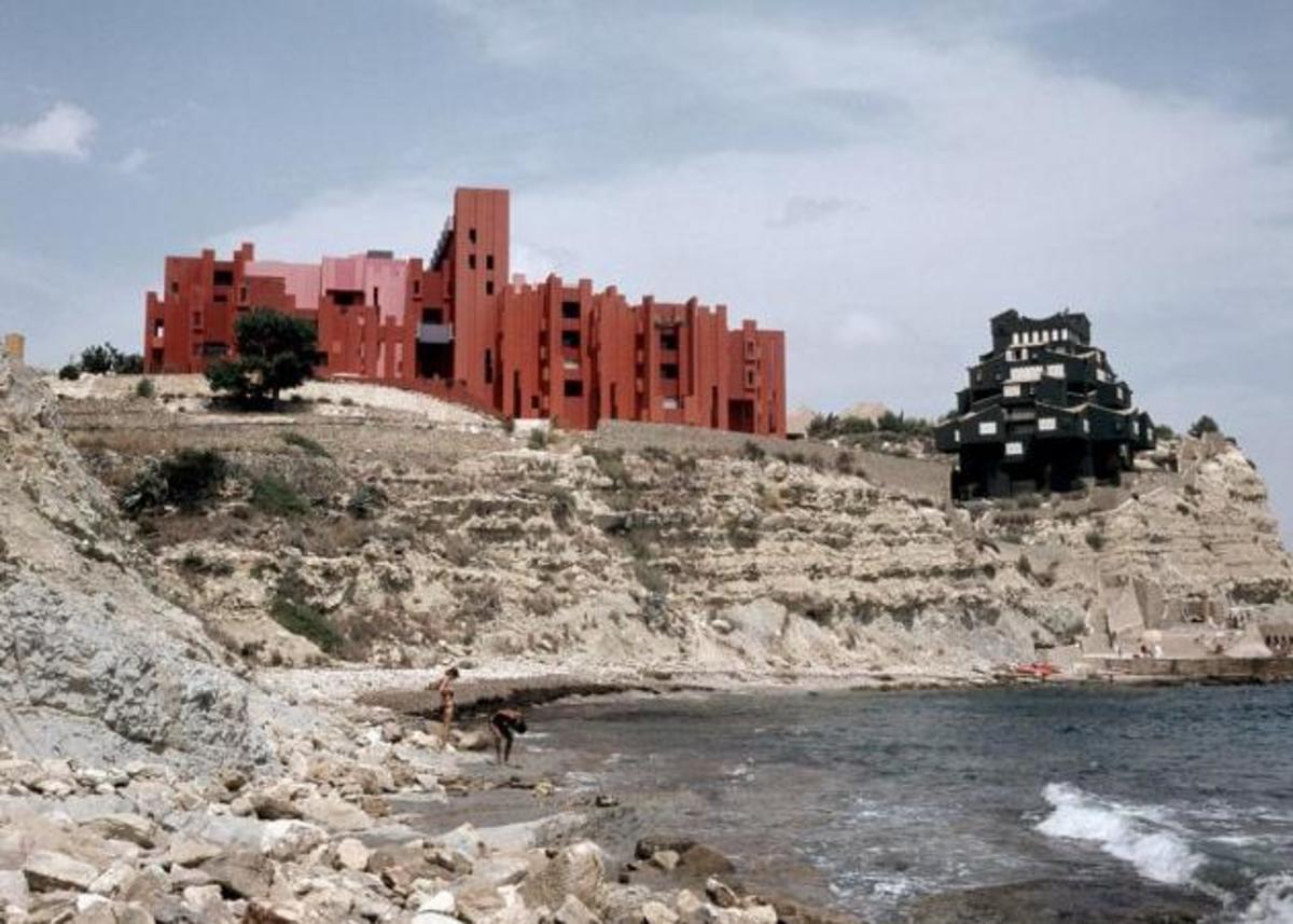 Χρώμα στα άκρα: Δες το συγκρότημα La Muralla Roja! | Newsit.gr