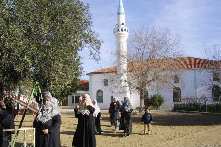 Θράκη: Μουσουλμάνοι προπηλάκισαν αποστολή της γαλλικής τηλεόρασης! | Newsit.gr
