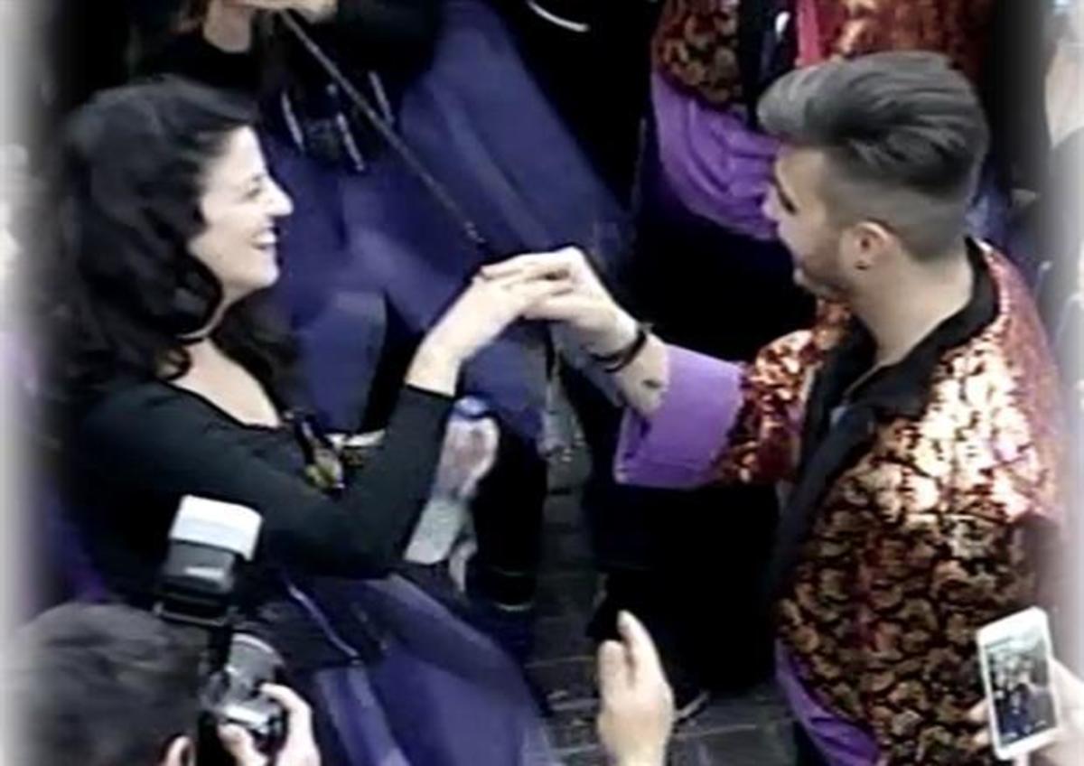 Ρέθυμνο: Πρόταση γάμου στο καρναβάλι – Τα έχασε αλλά δέχτηκε η μέλλουσα νύφη! | Newsit.gr