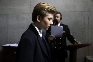 """Τραμπ: Θλιμμένος ο γιος του – Δεν """"έσκασε"""" ούτε ένα χαμόγελο [pics]"""
