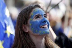 Διαδήλωσαν κατά του Brexit – Πλημμύρισε σημαίες της ΕΕ το Λονδίνο [pics]