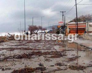 Λάρισα: Βγήκαν οι βάρκες στη στεριά – Απίθανες εικόνες λόγω κακοκαιρίας [pics]