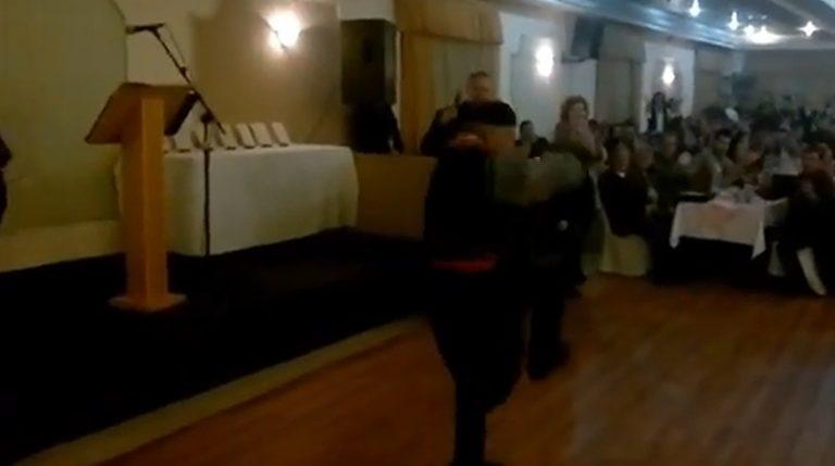 Ρόδος  Ο δάσκαλος του Άντονι Κουίν χόρεψε συρτάκι στα 92 του χρόνια – Δείτε  το a90e2e3eb71