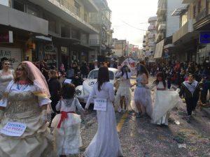 Ηράκλειο: Στους ρυθμούς του καρναβαλιού – Η μεγάλη παρέλαση των καρναβαλιστών!