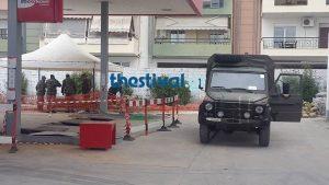 Θεσσαλονίκη: Στρατιώτες φτιάχνουν ανάχωμα στο βενζινάδικο που βρέθηκε η βόμβα [pics, vid]