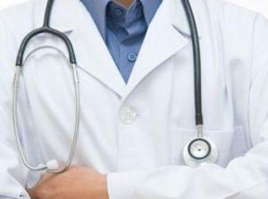 Ρέθυμνο: Χαμός στο νοσοκομείο – Δάγκωσε στο μάγουλο γιατρό και ακολούθησαν σκηνές απείρου κάλλους!