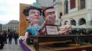 Πάτρα: Υπό βροχή η μεγάλη καρναβαλική παρέλαση – Δείτε φωτό και βίντεο!