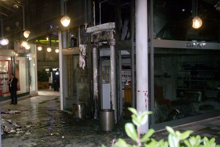 Γκαζάκια σε κατάστημα ρούχων | Newsit.gr