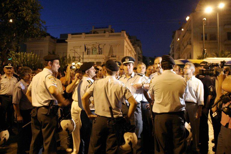 Ένστολοι Αγανακτισμένοι ! Αστυνομικοί, Λιμενικοί, Πυροσβέστες στην… πλατεία! | Newsit.gr