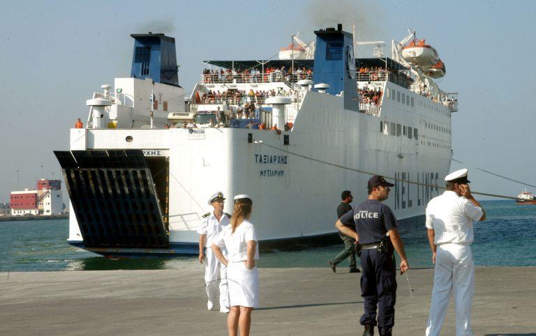 Άγιος Ευστράτιος:Μια πλαστική σακούλα καθήλωσε για 5 ώρες,το πλοίο »Ταξιάρχης»! | Newsit.gr