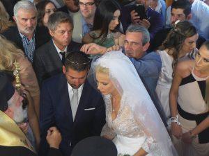Μύκονος: Παραμυθένιος γάμος για »γαλάζια» υποψήφια – Οι καλεσμένοι και το »ξύλο» στον γαμπρό [pics, vid]