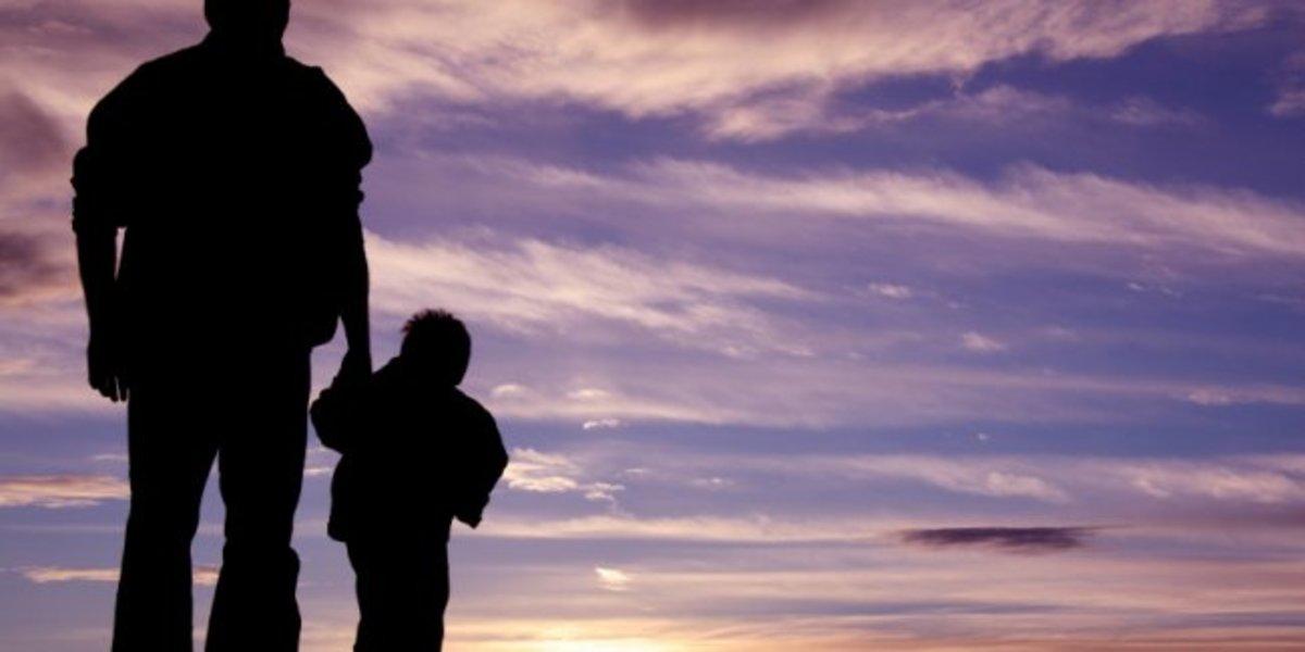 Κρήτη:Συγκλονίζουν τα δάκρυα του πατέρα,που δεν αντέχει μακριά απ'τα παιδιά του! | Newsit.gr