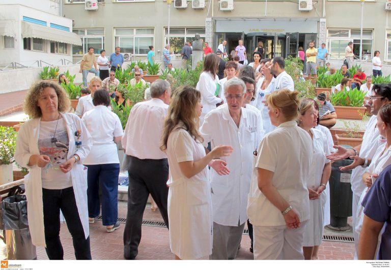 Θεσσαλονίκη: Συγκέντρωση διαμαρτυρίας των νοσοκομειακών γιατρών | Newsit.gr