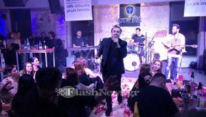 Χανιά: Ο Πανταζής τραγούδησε στα μπουζούκια λίγες μέρες μετά τον θάνατο της μητέρας του [pics, vids]