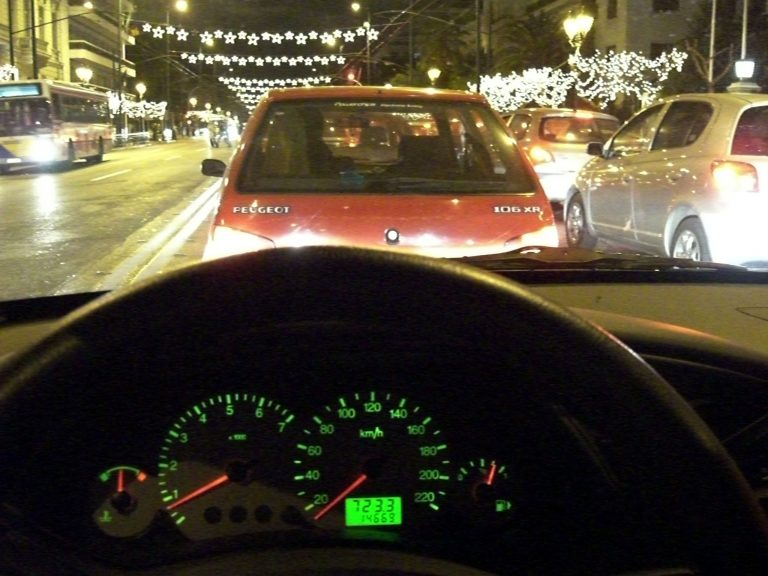 Ημαθία:Τρόμος στο αυτοκίνητο της γυναίκας του- Τον κατέβασαν με πυροβολισμούς! | Newsit.gr