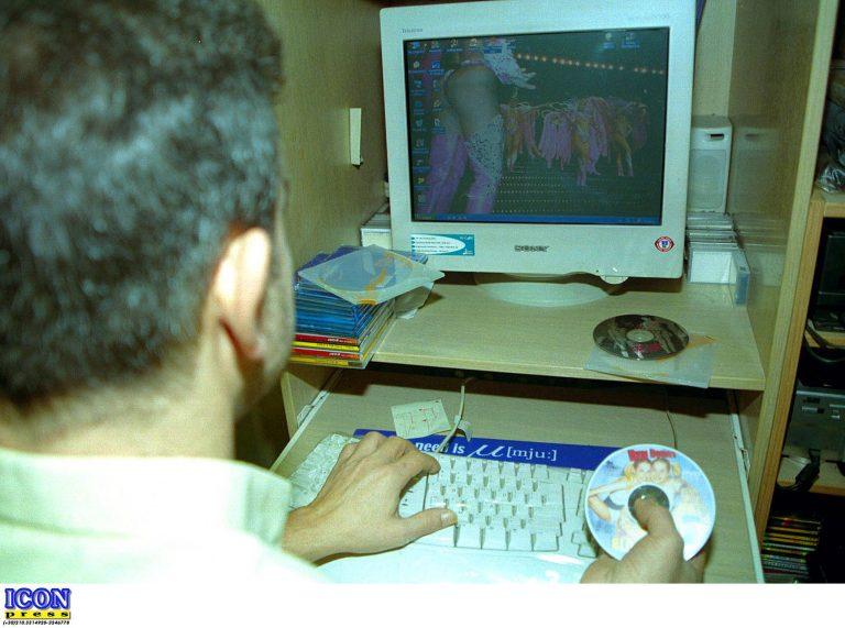 Ηλεία: Εργαζόμενοι κατέβαζαν πορνογραφικό υλικό στον υπολογιστή της υπηρεσίας τους! | Newsit.gr