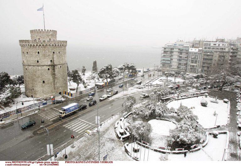 Θεσσαλονίκη: Ο Λευκός Πύργος στα λευκά – Κλειστά τα σχολεία! | Newsit.gr