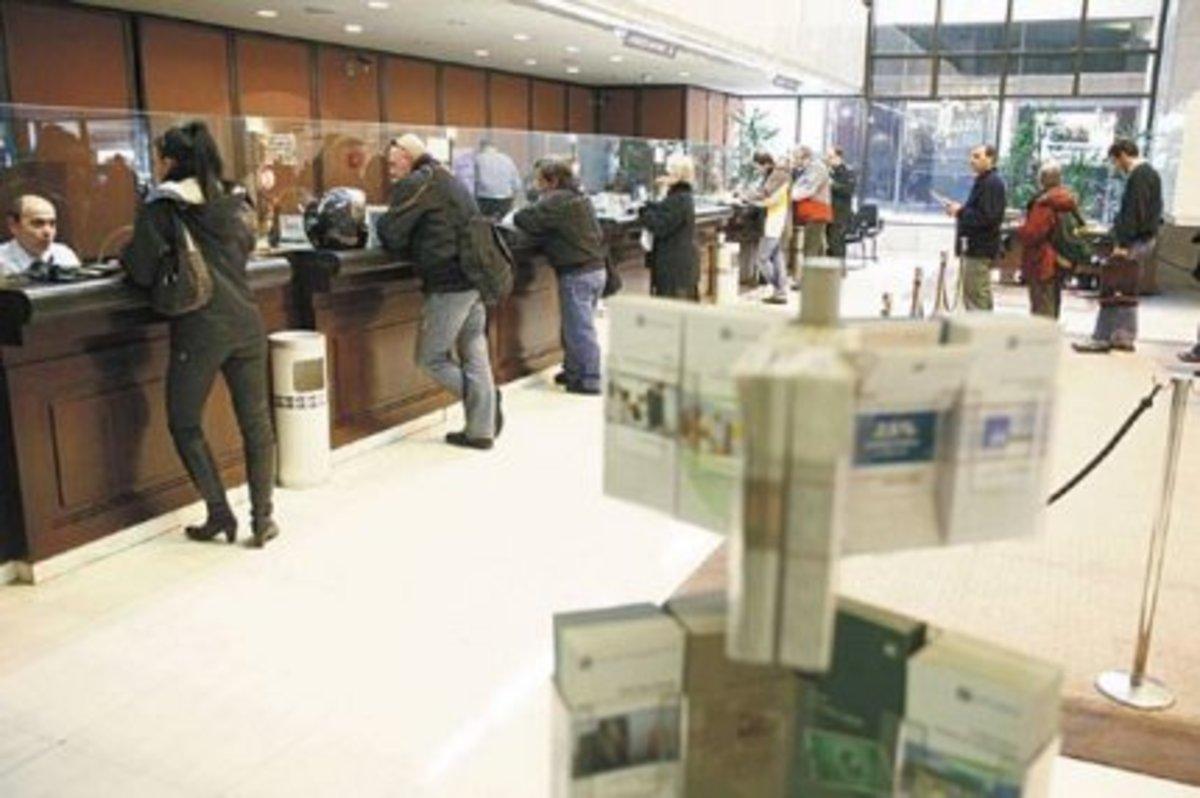 Κρήτη: Καθημερινά… δράματα σε τράπεζες για τα »κουρεμένα» ομόλογα! | Newsit.gr