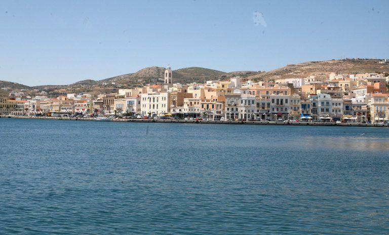 Σύρος: Πού φαντάζεστε ότι έκρυβε ταξιδιώτης, το »ένοχο» μυστικό του; | Newsit.gr