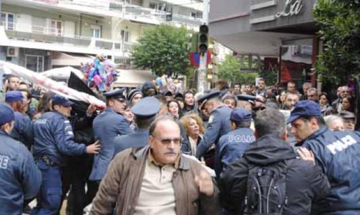 ΜΑΤ και κιγκλιδώματα και στην Πάτρα – Επίσημος ούτε για… δείγμα! | Newsit.gr