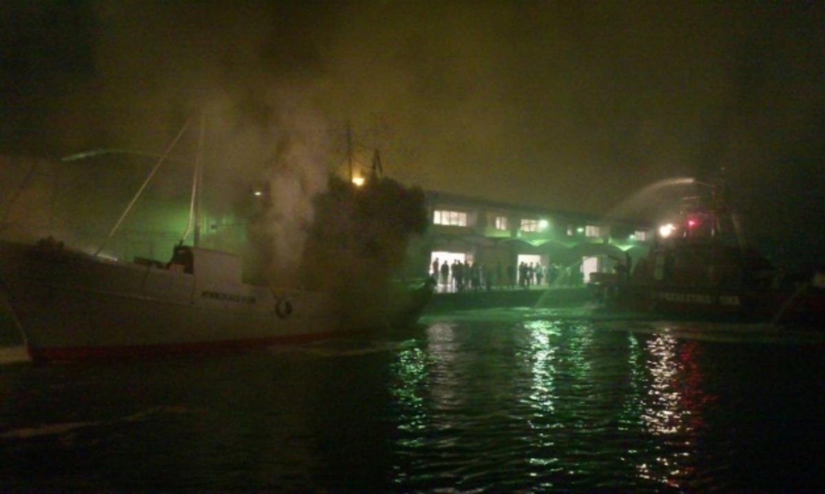 Πάτρα: Η Ιχθυόσκαλα στις φλόγες – Δείτε φωτό και βίντεο! | Newsit.gr