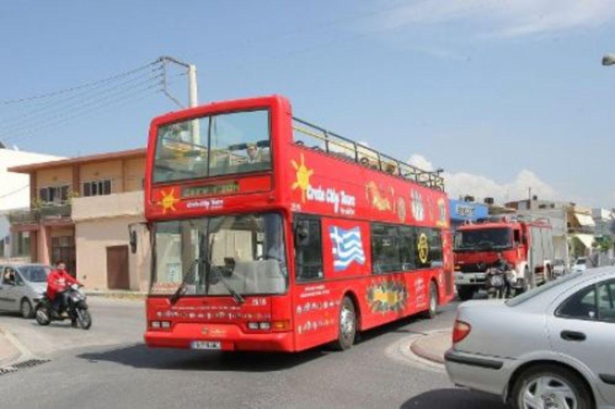 Ηράκλειο: Σκηνές »ροκ» στο λιμάνι – Μπλόκο σε τουριστικό λεωφορείο! | Newsit.gr