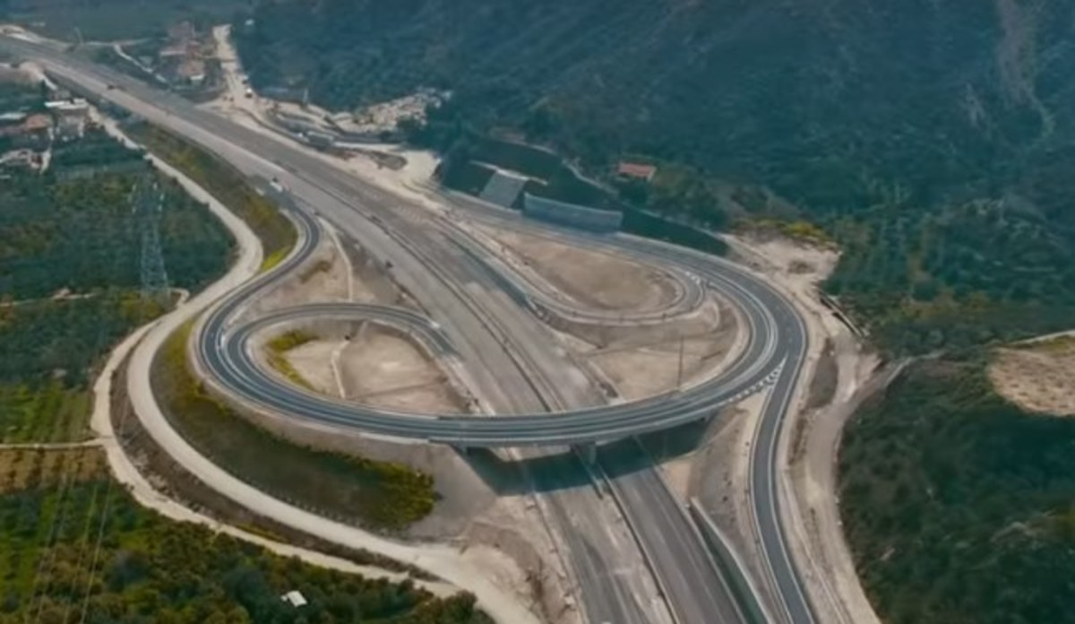 Αθήνα – Πάτρα σε 90 λεπτά: Μεγάλη αύξηση στην κίνηση των οχημάτων [pics, vids] | Newsit.gr