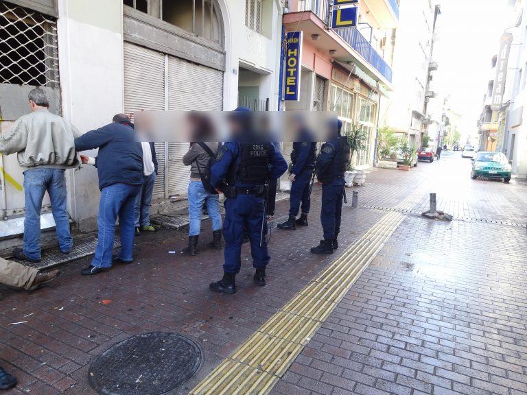 «Σκούπα» της αστυνομίας για ναρκωτικά στο κέντρο της Αθήνας – ΦΩΤΟ και ΒΙΝΤΕΟ   Newsit.gr