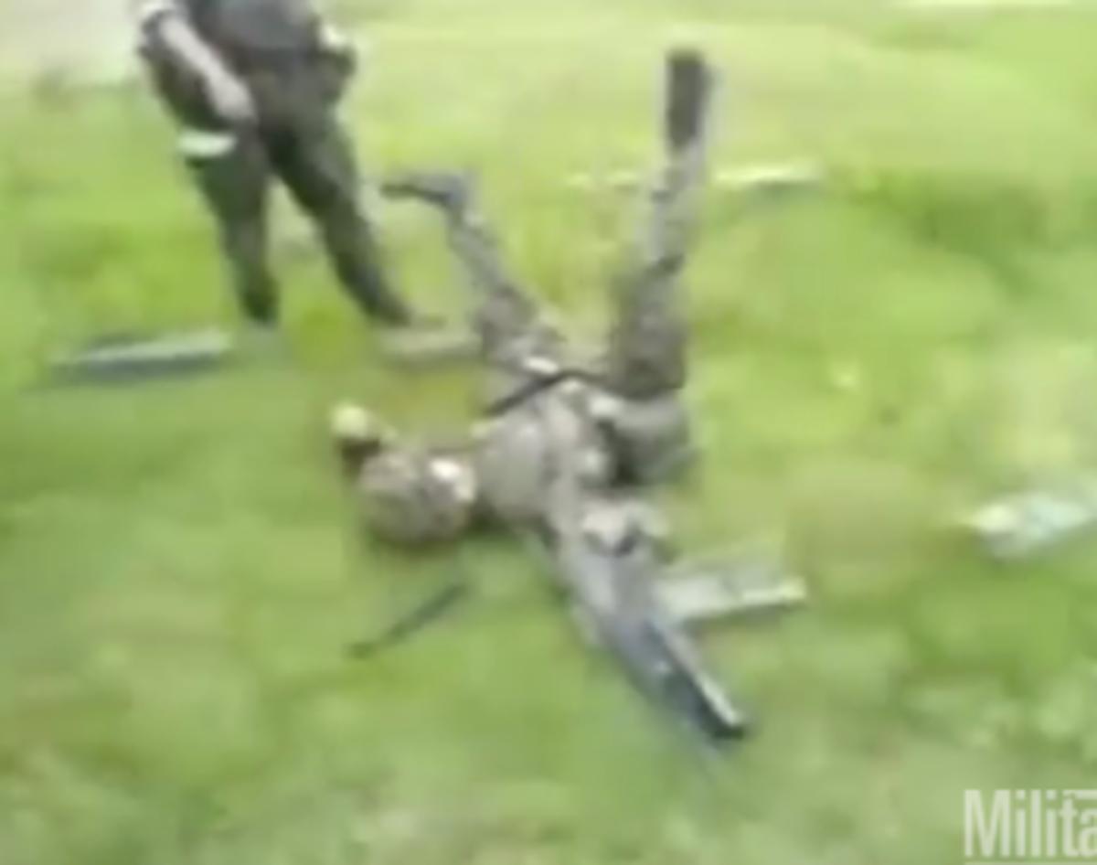 Με τα όπλα δεν παίζουν! Τα πιο απίστευτα ατυχήματα σ' ένα βίντεο! | Newsit.gr