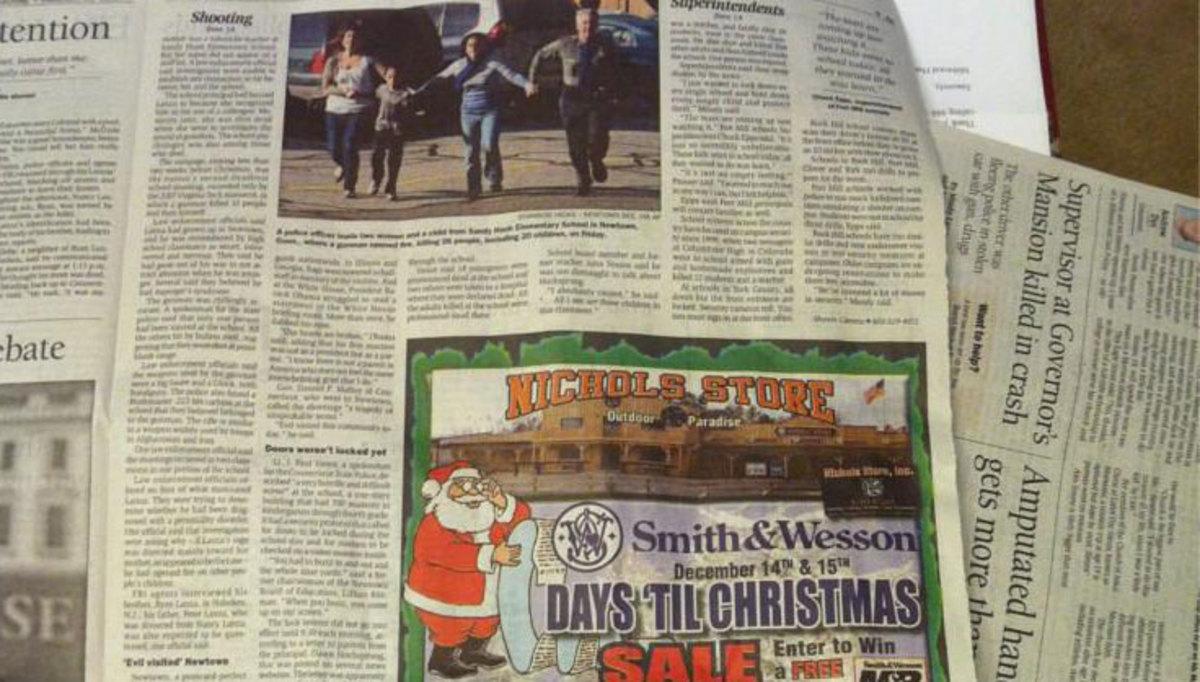 Δίπλα στο άρθρο για το μακελειό στο σχολείο στο Κονέκτικατ είχε διαφήμιση για όπλα!   Newsit.gr