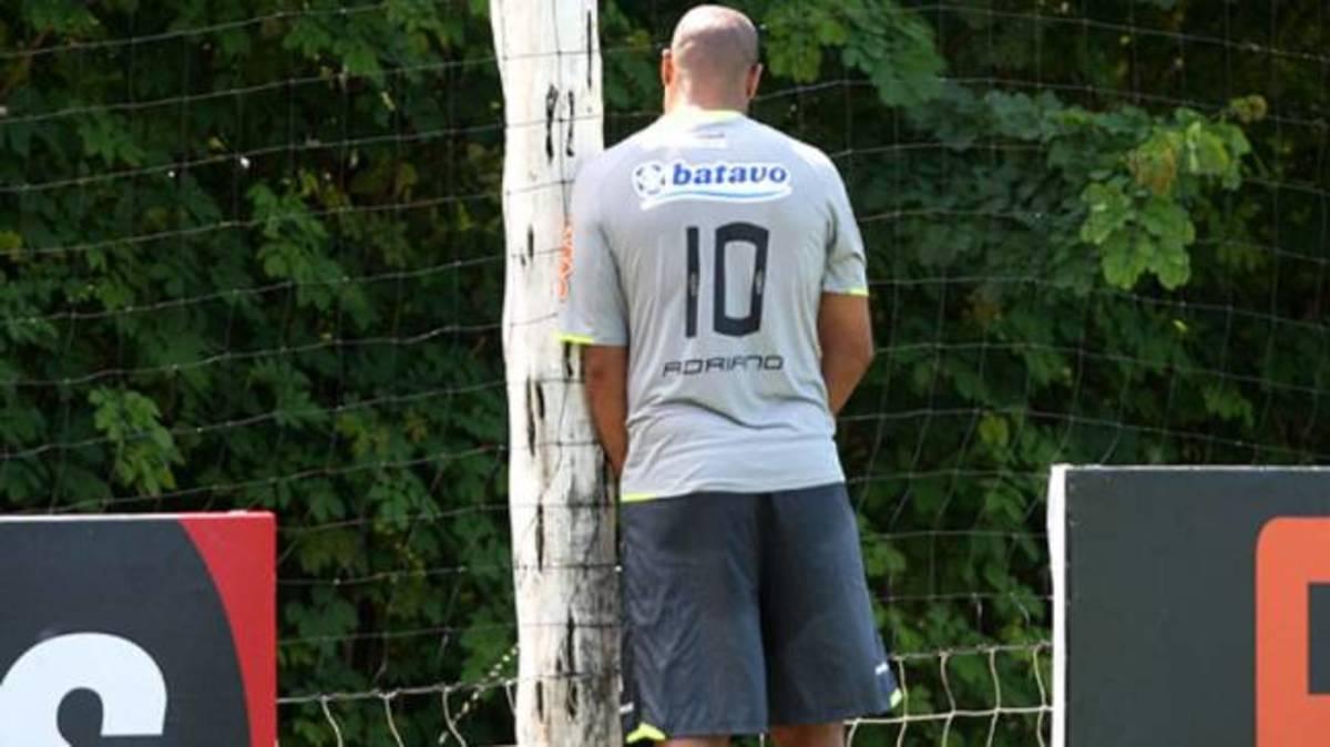Έκανε το γήπεδο… τουαλέτα ο Αντριάνο! | Newsit.gr