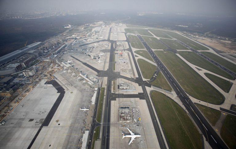 Το αεροδρόμιο της Φρανκφούρτης από ψηλά – Καλά αυτοί πως πέταξαν; | Newsit.gr