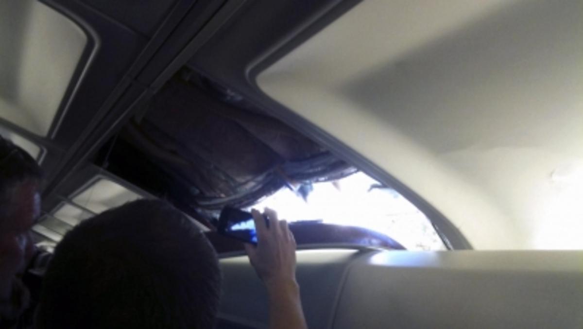 Αναγκαστική προσγείωση αεροπλάνου – Έγινε αποσυμπίεση στο χώρο επιβατών | Newsit.gr