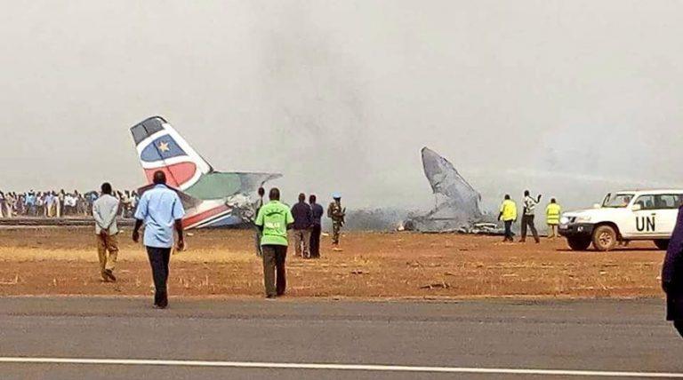Βγήκαν ζωντανοί από αεροπλάνο που κόπηκε στα δυο! Απίστευτες εικόνες | Newsit.gr