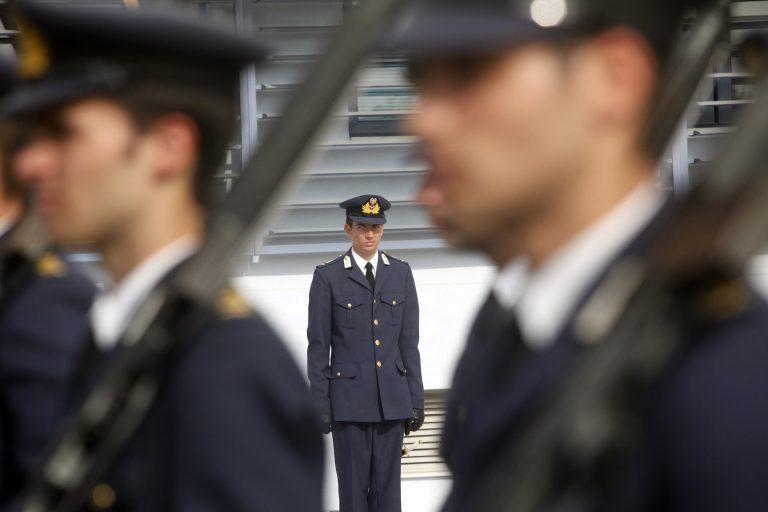 Γιατί στρατιωτικοί και σώματα ασφαλείας θα πληρώσουν πάλι περισσότερα! Πίνακας-μελέτη | Newsit.gr